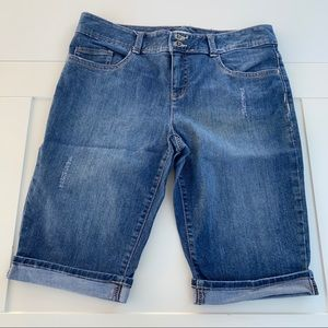 Tommy Hilfiger size 14 Shorts Stitch Distressed